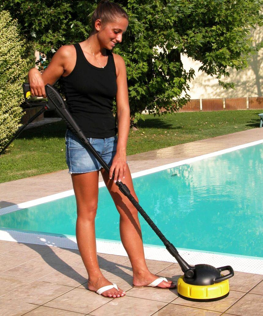 Inclusa nella confezione dell'idropulitrice LAVOR GALAXY 150 troverete anche una comodissima lavapavimenti (Patio Cleaner), per pulire con un getto rotante ad alta pressione ampie superfici, pavimentazioni e viali del vostro giardino