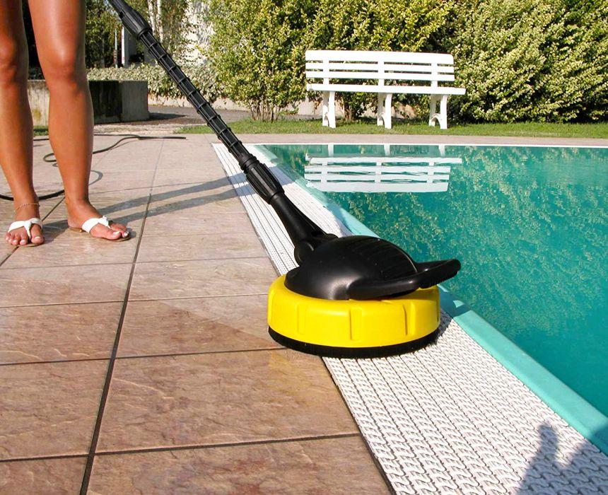 Inclusa nella confezione dell'idropulitrice LAVOR GALAXY 160 troverete anche un comodissimo Patio Cleaner (lava pavimenti), per pulire con un getto rotante ad alta pressione ampie superfici, pavimentazioni e viali del vostro giardino