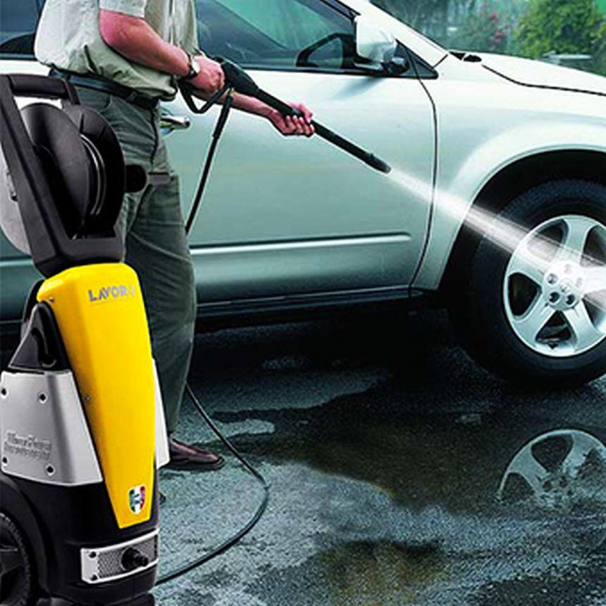 Grazie all'idropulitrice LAVOR RAPTOR 21 lavare la vostra auto è adesso un gioco da bambini: grazie al potente getto ad alta pressione che arriva fino a 145 bar, riuscirete a scrostare anche lo sporco più difficile, senza però rovinare la carrozzeria