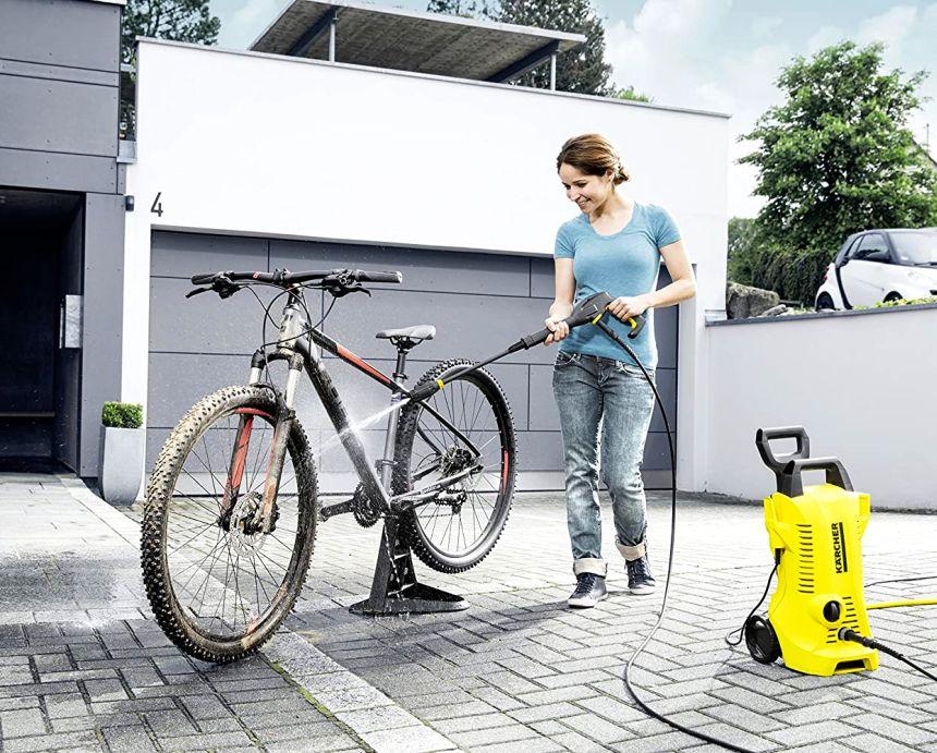Lavaggio della bici in pochissimo tempo: grazie alla maneggevolezza e facilità d'uso, l'idropulitrice Kärcher K 2 Full Control è perfetta per scrostare fango e sporco