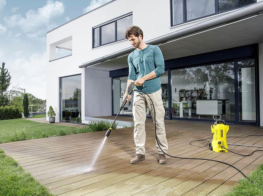 L'idropulitrice Kärcher K 2 Full Control è un utile aiuto all'aperto per ripulire tutti i viali attorno casa, ma anche porticati, terrazzi e mobili da giardino