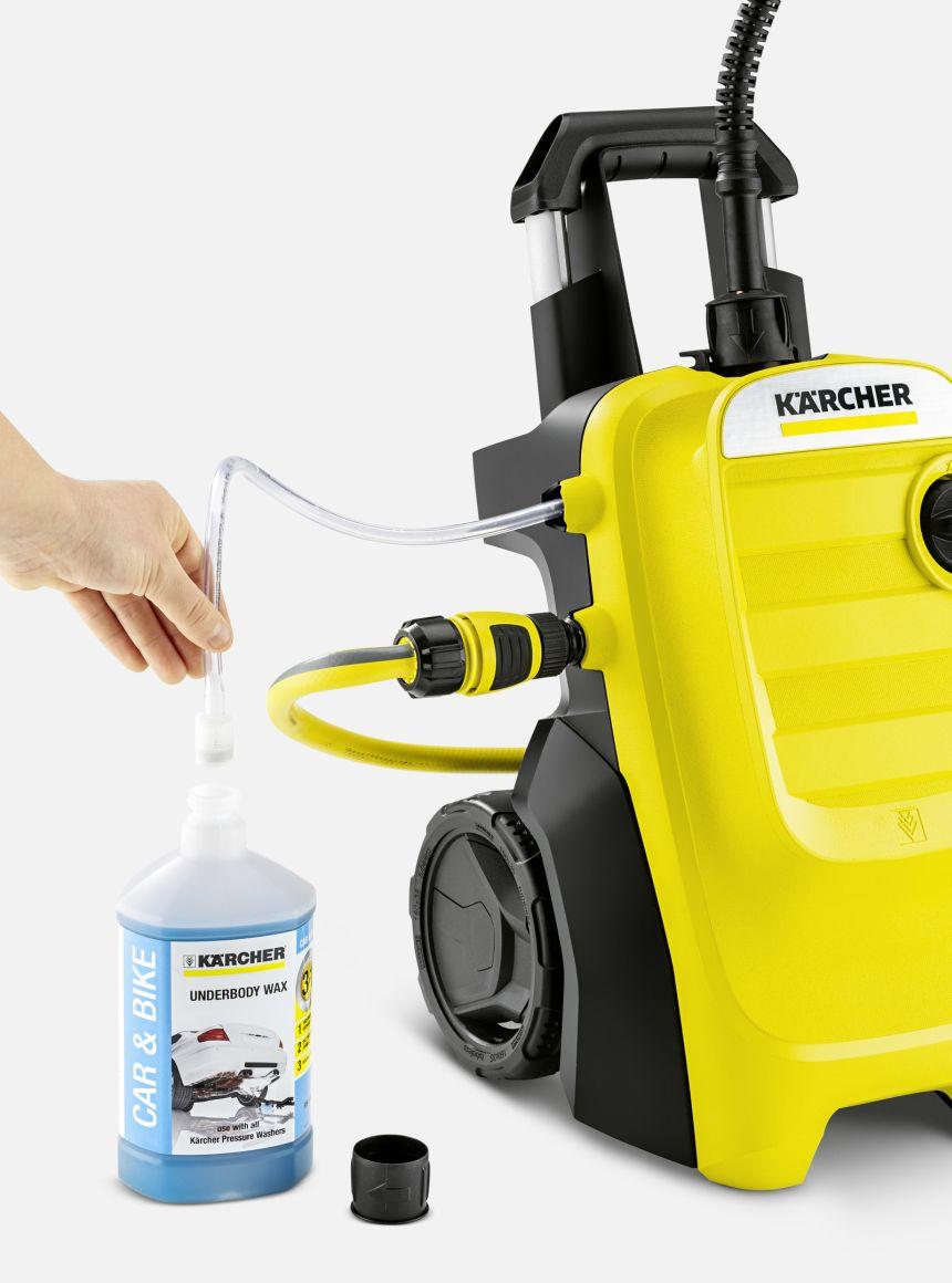 L'idropulitrice Kärcher K 4 Compact è fornita di un tubo per l'aspirazione di qualunque detergente (anche di vostra scelta), che viene miscelato al getto d'acqua ad alta pressione, utilissimo per sciogliere anche lo sporco più ostinato