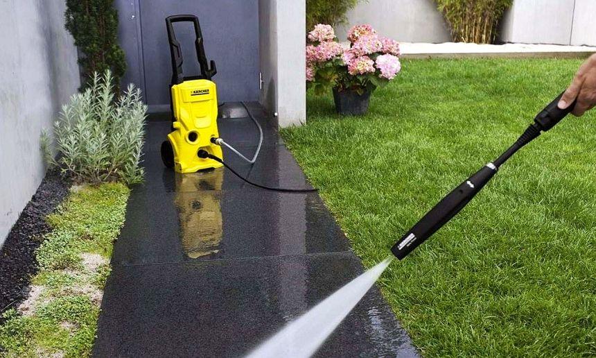 L'idropulitrice Kärcher K 4 è perfetta per la pulizia totale del giardino, soprattutto dei pavimenti e viali di casa (anche le vie di fuga ritorneranno finalmente come nuove)