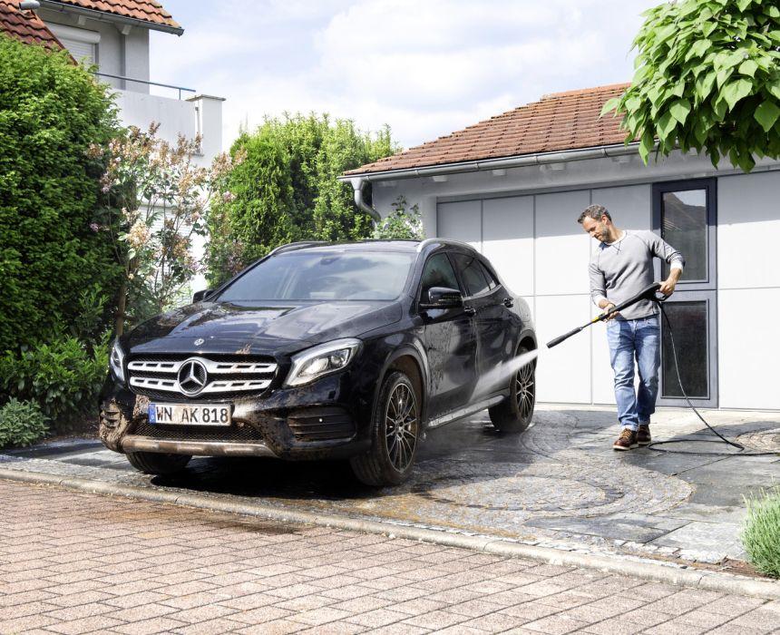Grazie all'idropulitrice KÄRCHER K 5 Compact potete lavare a fondo la vostra auto e dire finalmente addio all'autolavaggio