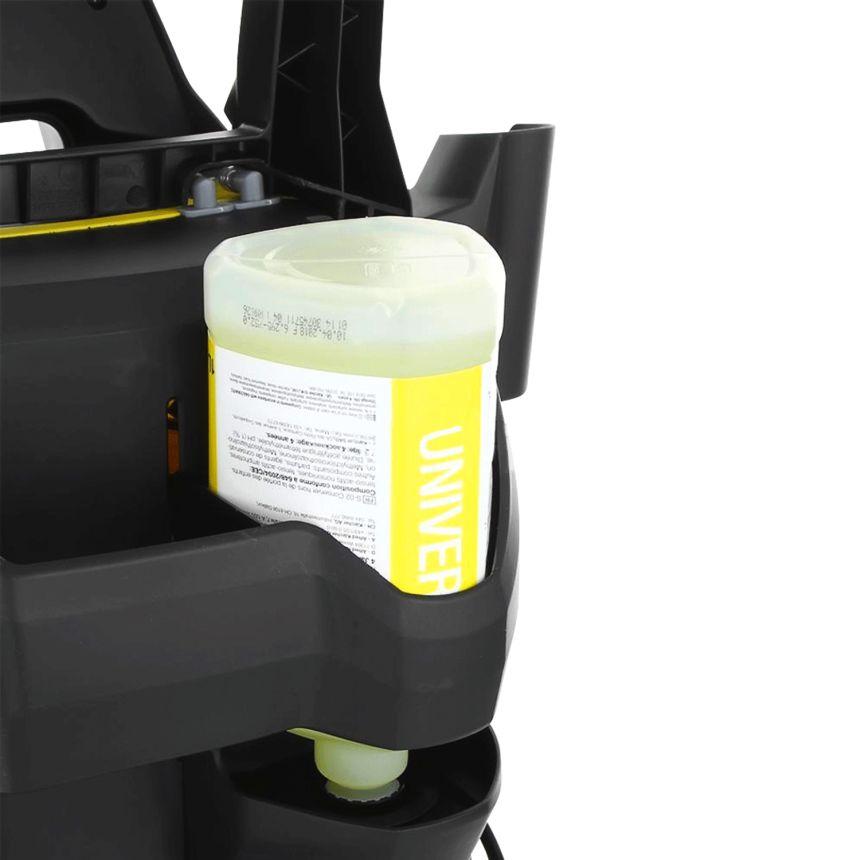 L'idropulitrice Kärcher K 5 ha la possibilità di incorporare un flacone con detergente (anche di vostra scelta), che andrà a miscelarsi con il getto d'acqua ad alta pressione (potete regolare la quantità di detergente agendo sull'apposita manopola)