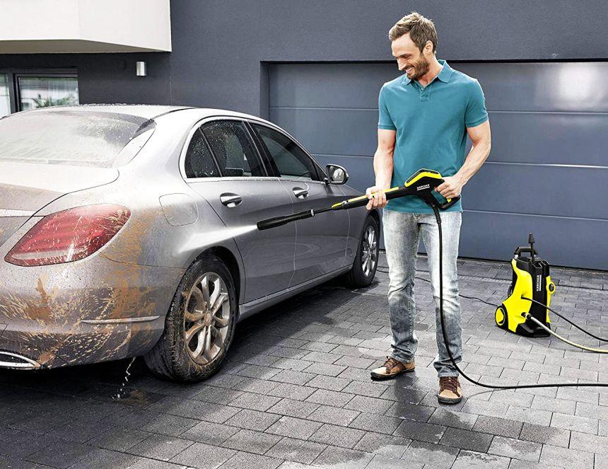 Grazie all'idropulitrice KÄRCHER K 5 Full Control Home direte finalmente addio all'autolavaggio: la vostra auto (anche di grandi dimensioni) ritornerà come nuova in poco tempo e con pochissima fatica