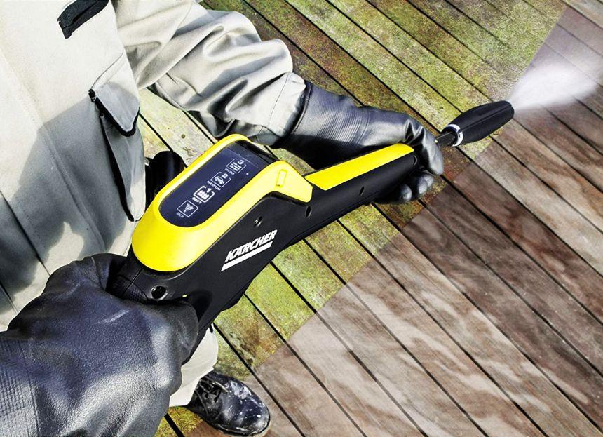 L'idropulitrice KÄRCHER K 5 Full Control Home è fornita di una pistola ad alta pressione con aggancio Quick Connect, e di un display che indica il livello di pressione attualmente in uso