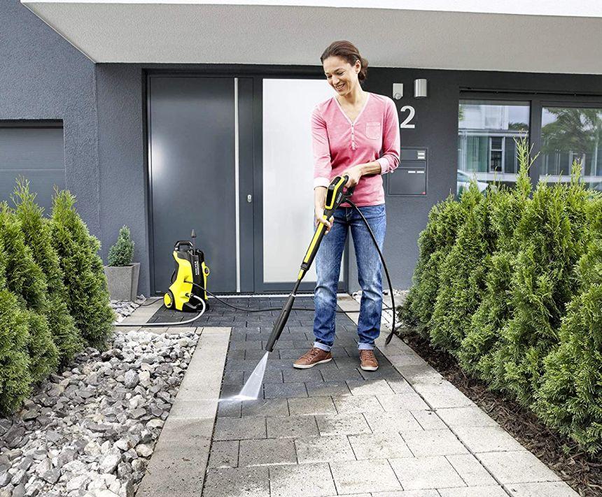 L'idropulitrice KÄRCHER K 5 Full Control Home può essere usata facilmente da tutta la famiglia, ed è perfetta per la pulizia e il lavaggio a fondo di tutte le superfici attorno casa vostra