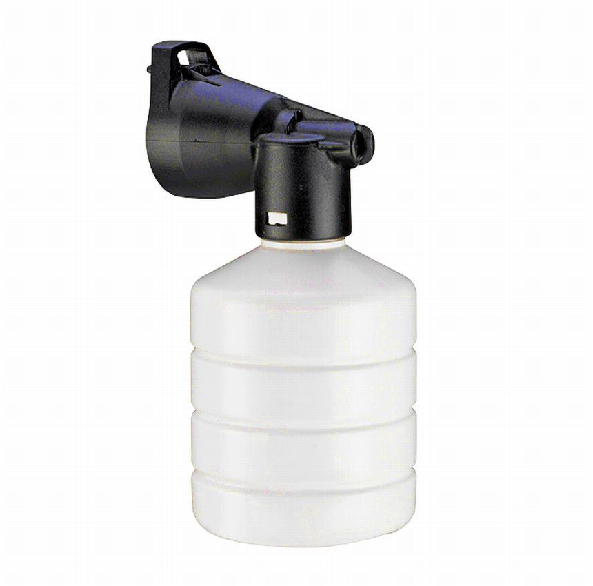 Oltre al serbatoio incorporato dove mettere il vostro detergente preferito, l'idropulitrice LAVOR WAVE 110 vi arriva a casa con un comodo schiumogeno da collegare direttamente alla lancia ad alta pressione